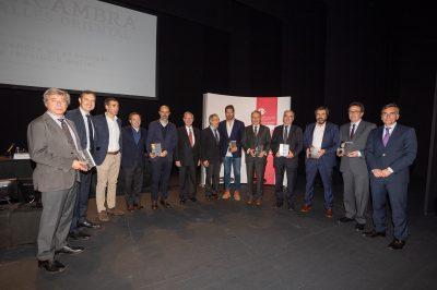 Fotografia conjunta de les 7 empreses guardonades en el Dia Cambra Vallés Oriental