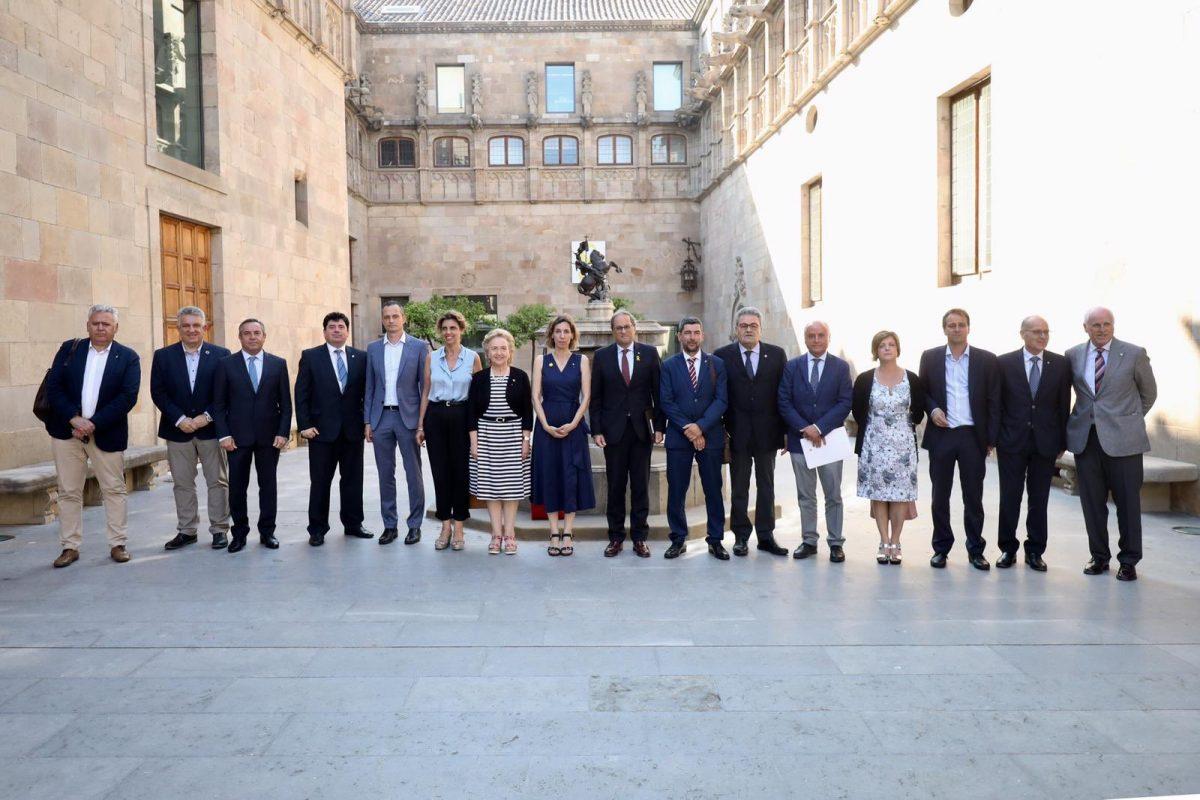 Els presidents de les cambres de comerç, en una reunió amb el president de la Generalitat, Quim Torra, i la consellera d'Empresa, Àngels Chacón.